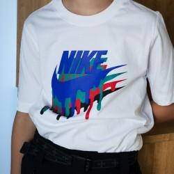 Nike Camiseta Sportswear Tee Melted Crayon Blanco Pintura Niño